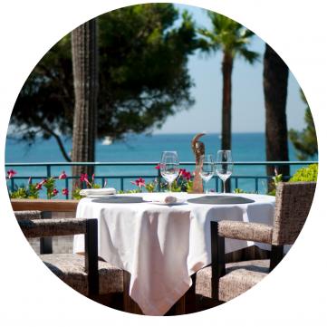 table avec vue mer