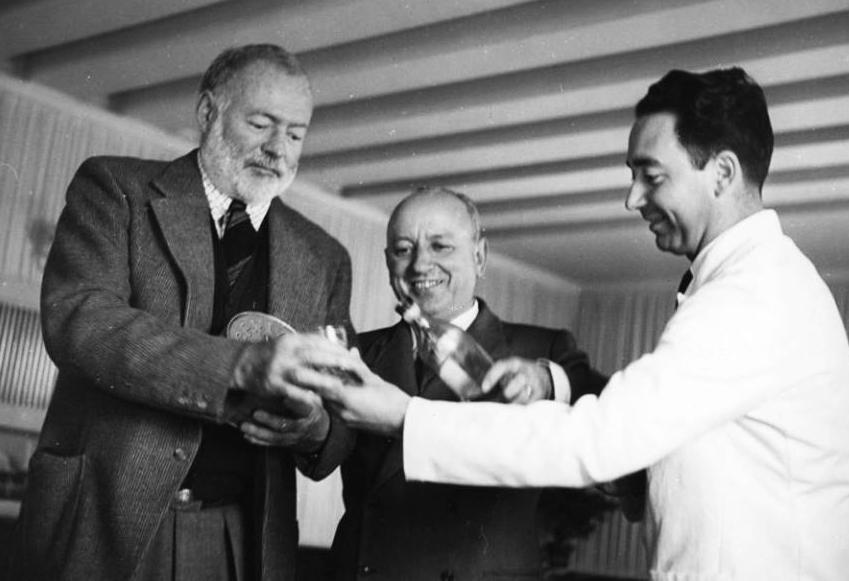 ElTenedor Captar clientes con el aperitivo italiano, foto de Hemingway en el Harry's Bar de Venecia