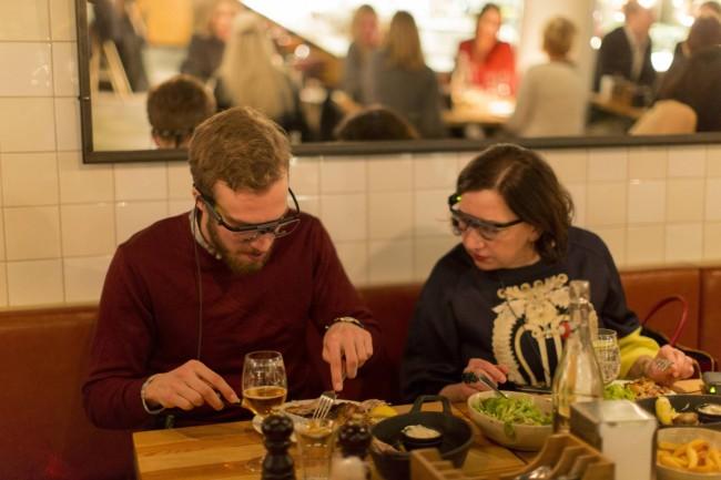 Iens - Restaurantmanagement - Klanten die voedsel met eye tracking apparatuur