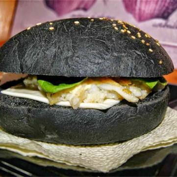 Iens Tien gastronomische trends voor het aantrekken van gasten in 2017zwart brood hamburger