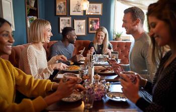 mesas llenas restaurante - aumentar reservas restaurante temporada baja