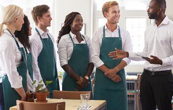 Conoce los temas a tratar en el briefing o reunión de estatus de tu negocio. ¡Imprescindibles para la gestión de restaurantes!