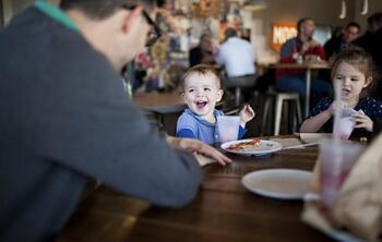 Kidfriendly-restaurant-photo