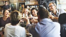 opening restaurant tafel met klanten