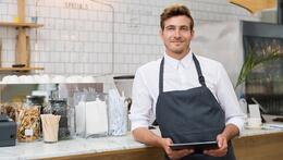 Propietario de restaurante con iPad