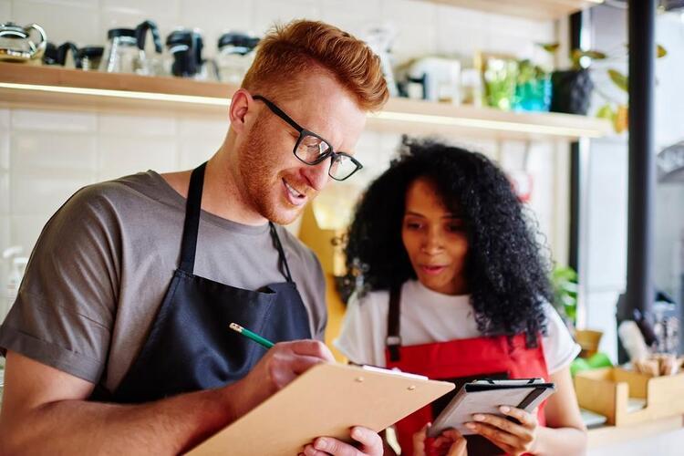 restaurant business plan people working at restaurant
