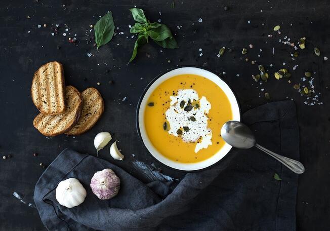 https://cdn.theforkmanager.com/static/styles/wysiwyg_blog/public/soupe-veloute-automne.jpg?itok=MupeW8yo